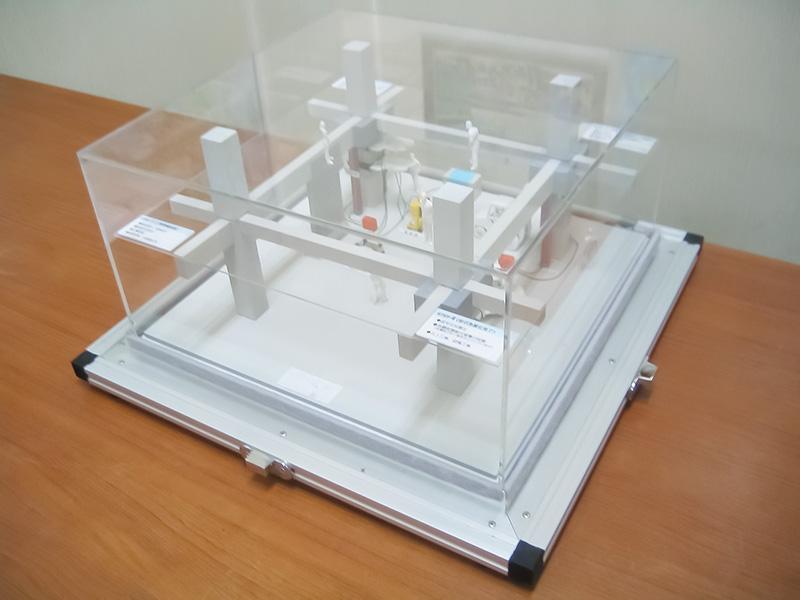 建築模型のケースを入れるためのトランクケース